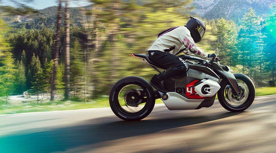 Jean-Thomas Mayer (ISD 2016) dévoile un concept de moto électrique BMW